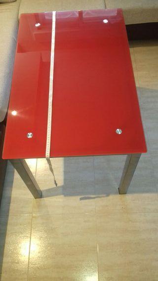 Mesa metalica y cristal rojo