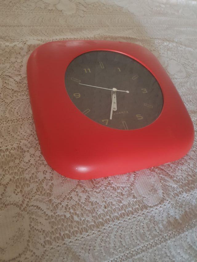 Reloj rojo,de pared
