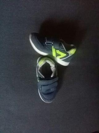 zapatillas niño talla 25 prácticamente nuevas