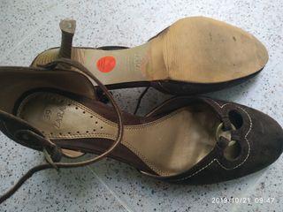 zapatos marron Zara
