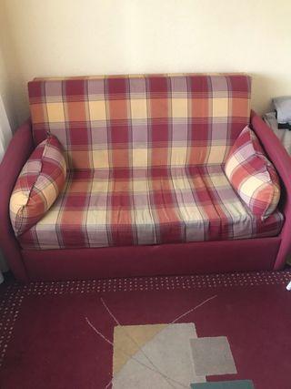 Alfombra con sofá y lampara