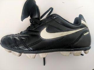 botas de fútbol Nike tiempo niño 28