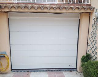 Puerta Garaje. Seccional. Automática. Blanca.
