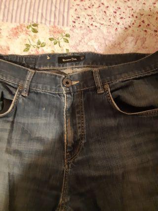 Pantalones Tejanos en muy buen estado.