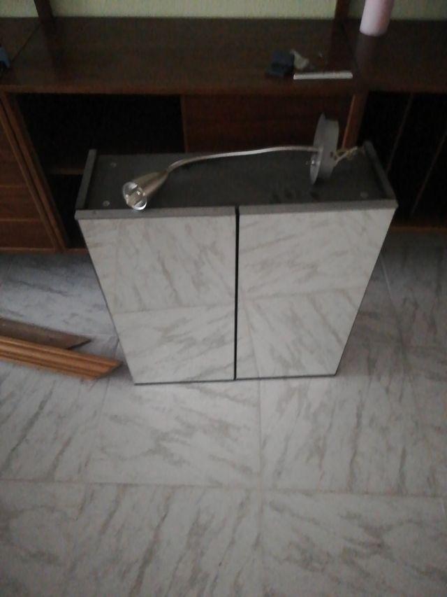 armario colgado baño