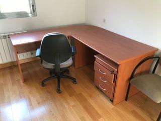Despacho mesa y tres sillas