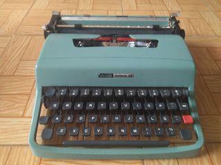 Máquina de escribir Olivetti Lettera 32 + maletín