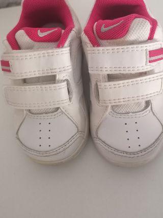 Zapatillas Nike niños de segunda mano en Elda en WALLAPOP