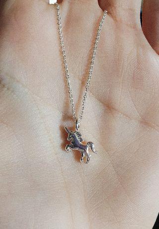 Colgante y cadena unicornio bañado en plata