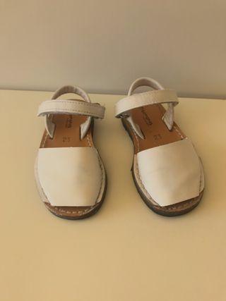 Menorquinas blancas talla 23. Sandalias Pisamonas