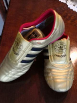 zapatillas deportivas Adidas. colección limitada