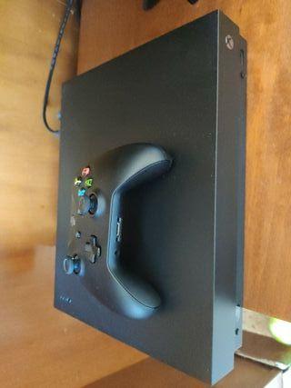 Xbox One X con caja