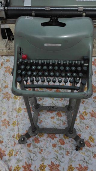 pie y máquina de escribir