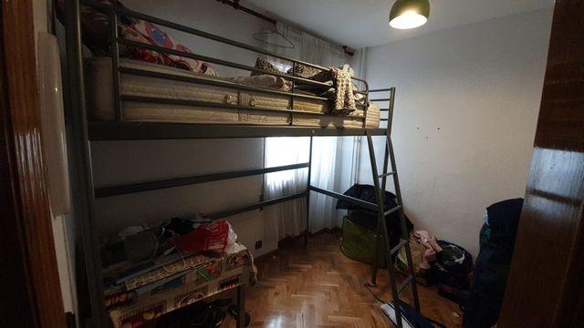 cama alta de metal