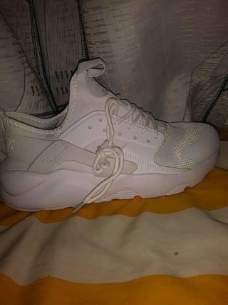 Nike Huarache Ultra Breathe blancas