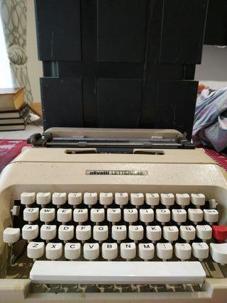 Maquina de escribir años 70