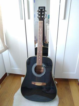 Guitarra acústica negra