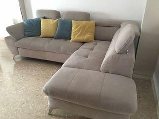 Sofa con chaise longe color crema con compartiment