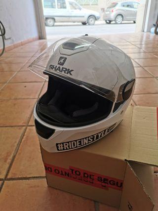 conjunta moto, casco shark y xaqueta modeka moto