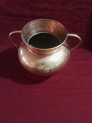 jarrón grande de cobre