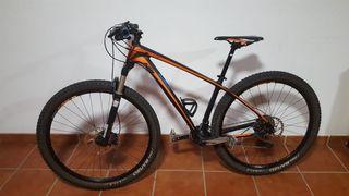 Bicicleta de montaña KTM.