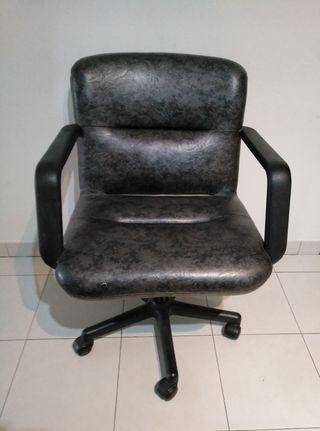 Silla giratoria sillón de piel.