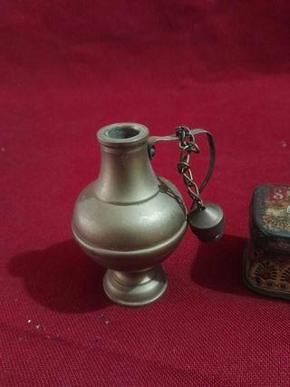 candil,caja de chapa y jarron de Bronce