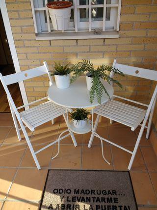 Mesa y 2 sillas de jardin blancas Ikea