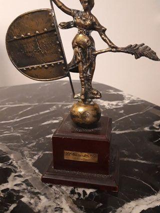 estatua bronce