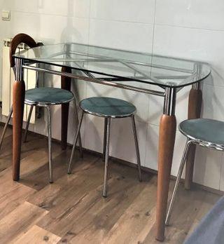 Bonita mesa de cocina y 2 sillas
