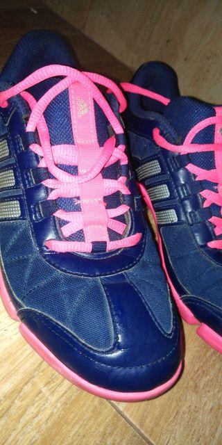 Adidas tenis/zapatos 37'5