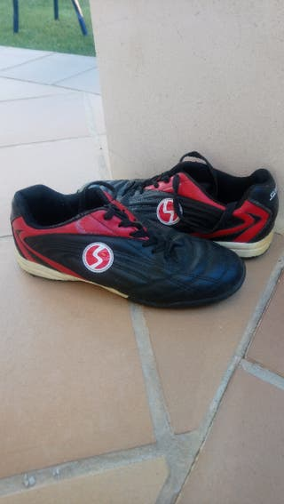 botas de fútbol 43