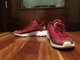 Nike huarache granates.