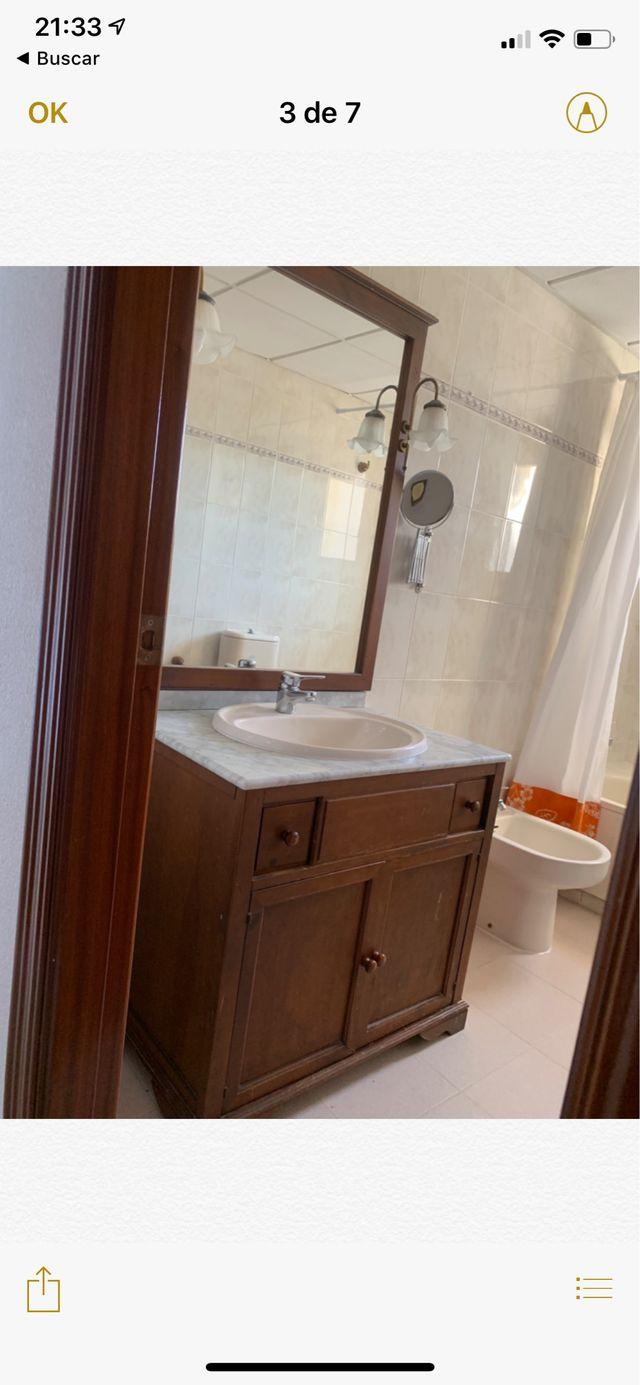 Mueble de baño con espejo a juego con apliques