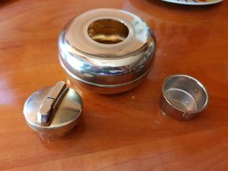 Cenicero con encendedor antiguo. Nico Matroes-8