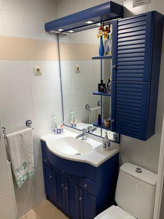 Mueble de baño con espejo y luminiaria led