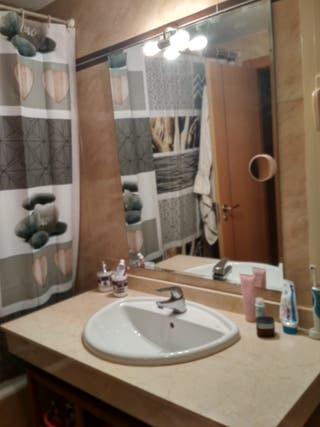 encimera de marmol más lavabo Roca y grifo