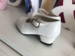 Zapatos de tacón flamenca blancos