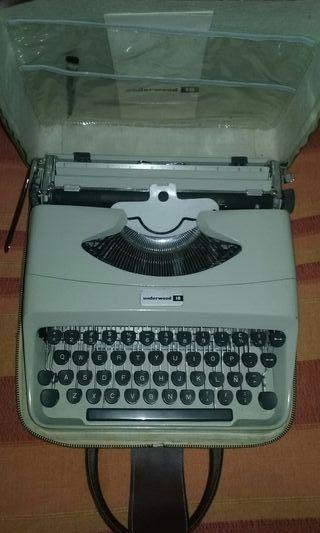 Maquina de escribir vintage antigua