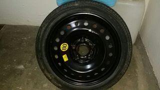 rueda de recambio del maletero del Opel Insignia