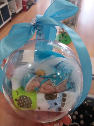 mini bebe en esfera