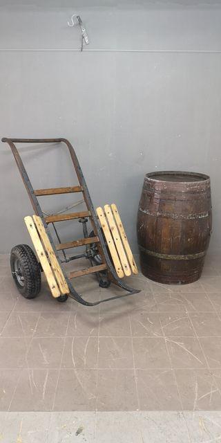 Antigua carro de barril de hierro maciza y madera