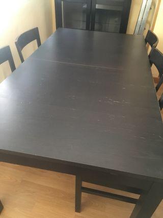 Mesa y sillas de Ikea en wengué