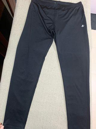Pantalón deportivo color negro