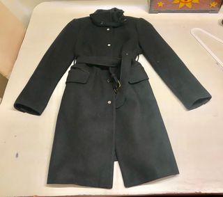 Abrigo negro una sola puesta. T/ xl