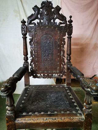 Silla muy antigua medieval