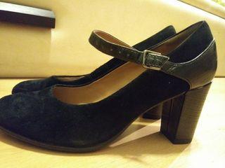 zapatos de tacon negro clarks