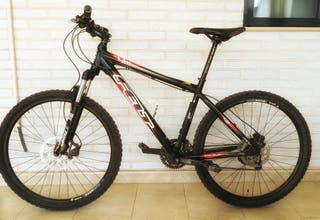 Bicicleta de montaña FELT.