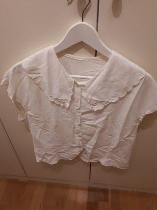 Blusa blanca con volante