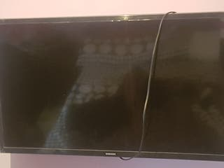 "tv Samsung 32"" semi-nueva"